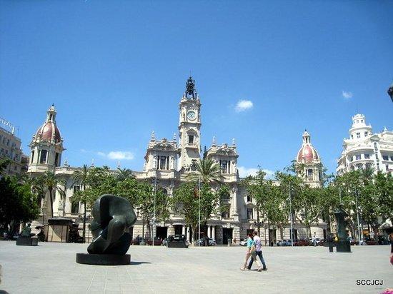 Plaza Ayuntamiento: City Hall