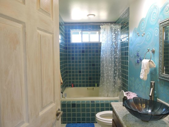 Maui Ocean Breezes : great bathroom