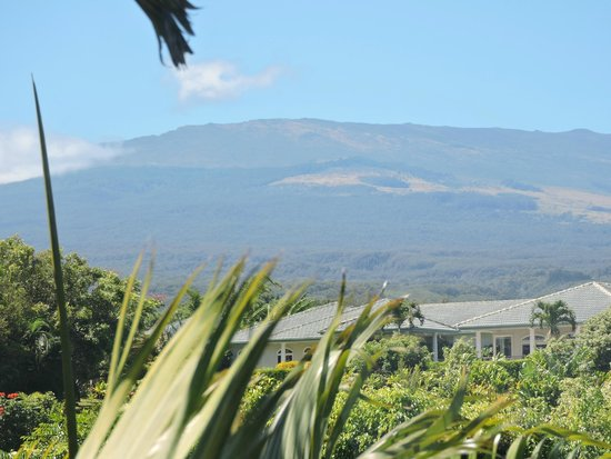 Maui Ocean Breezes : great view of the crater from the bedroom
