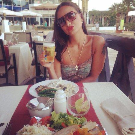Mediterranean Beach Hotel: Прекрасные ужины !!! Хочу обратно !!!