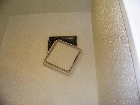 Howard Johnson on East Tropicana, Las Vegas Near the Strip: Bathroom Vent