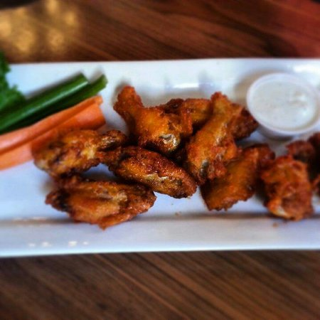 Fox and Fiddle: Hot wings