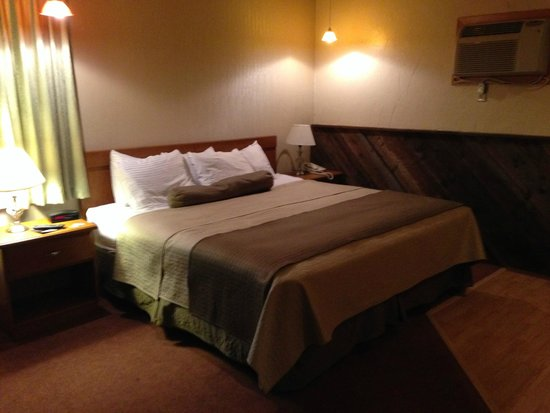Western Heritage Inn: Bed was fairly comfortable