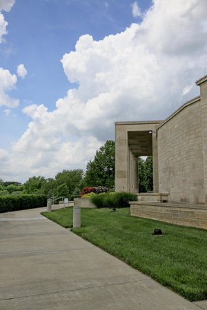 Harry S. Truman Library and Museum : Outside
