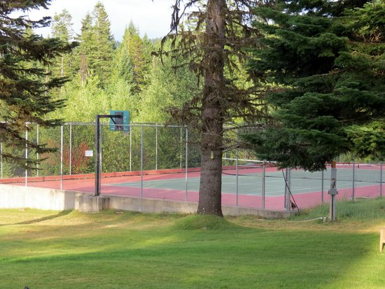 Cooper Spur Mountain Resort: Tennis/basketball court