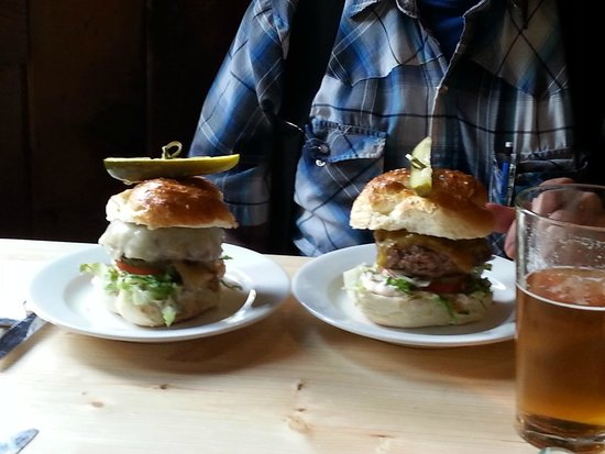 Cooper Spur Mountain Resort : Wonderful, gourmet burgers