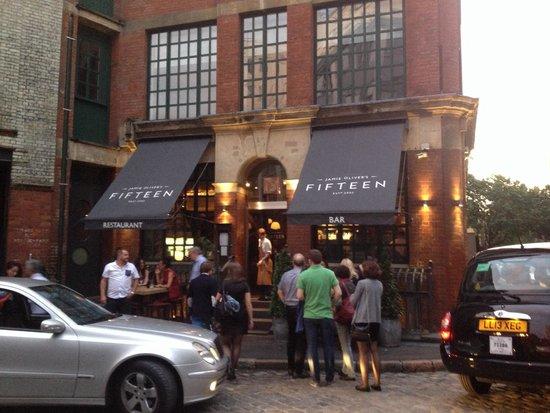 Jamie Oliver's Fifteen: Das Restaurant von außen