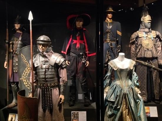 Musée Miniature et Cinéma : la salle des costumes