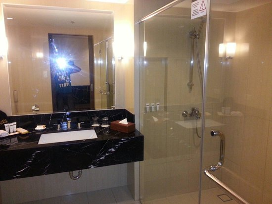 Luxent Hotel : Bathroom of Superior room