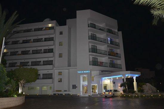 Tasia Maris Beach Hotel: Фасад