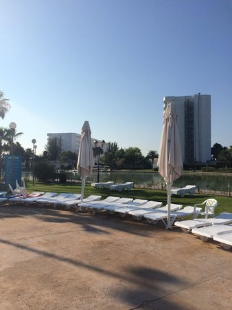 Club MAC Alcudia: Round the dragon pool