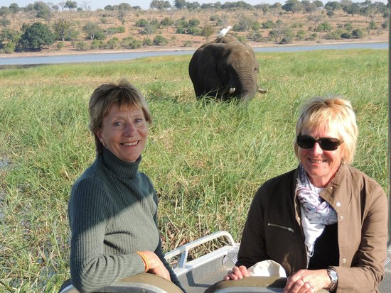 Ngoma Safari Lodge: River trip with elephant feeding nearby