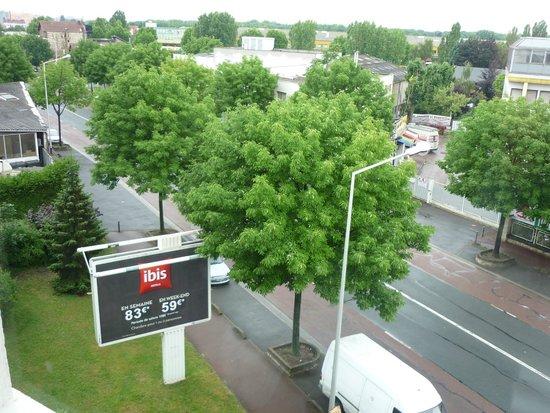 Ibis Le Bourget: Vue de la chambre