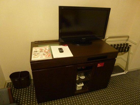 ANA Crowne Plaza Hotel Narita: TV and mini bar