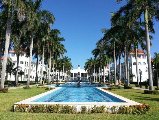 Hotel Riu Palace Mexico: Beautiful Grounds!