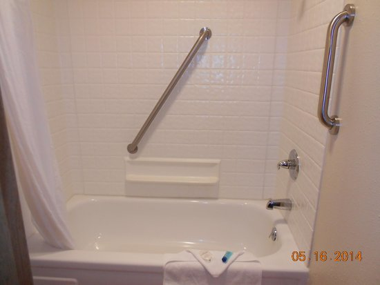 Nordic Oceanfront Inn : Clean shower