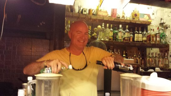 El Chanchullero de Tapas : Me behind the bar