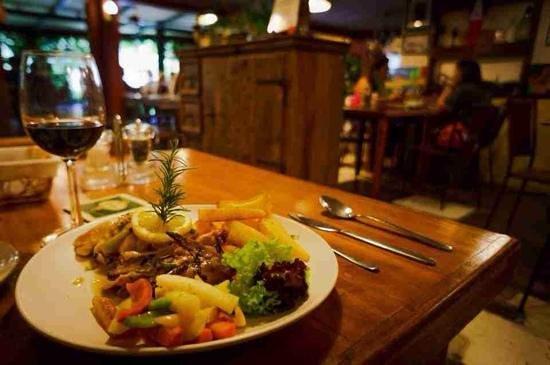 Chateau Hestia Garden Restaurant & Deli: food