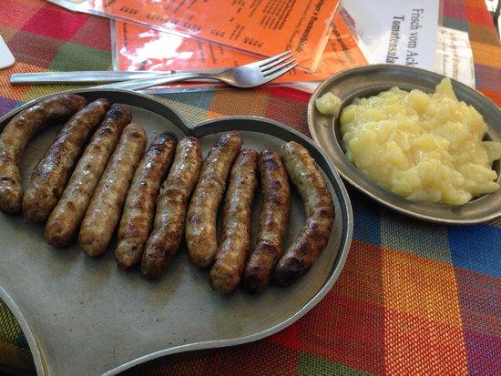 Bratwursthausle: Love these bratwurst!