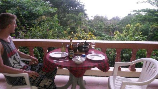 Freedom Estate: Dinner on the balcony