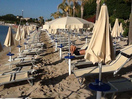 Hotel Fontane Bianche Beach Club : spiaggia ore 8