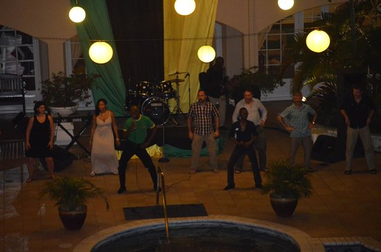 Sandals Carlyle: Jamaican night - dancing by the pool