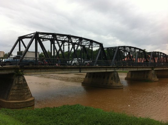 Riverside House : Δίπλα στη γεφυρα