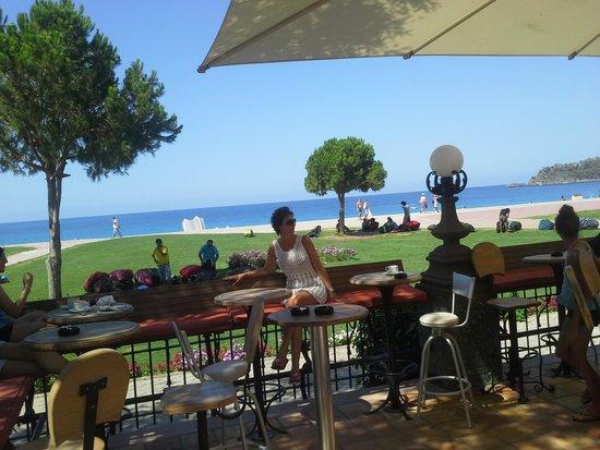 Club Belcekiz Beach Hotel: morning in the plaza bar