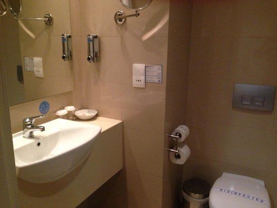 Louis Ledra Beach: Spotless bathroom