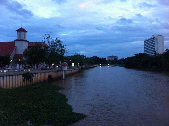 Riverside House: Το ποτάμι μπροστά