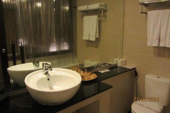 Tourmaline Hotel: Clean bath room