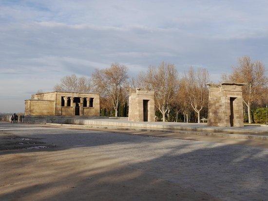 Templo de Debod : вид слева