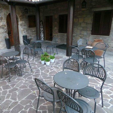 Giardino - Tavoli per colazione - Photo de Residenza di Via Piccardi ...