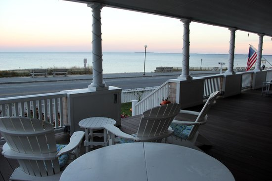 Isabelle's Beach House: front deck