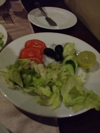 Panorama Bungalows Aqua Park Hurghada: salad was made with dull old vegetables