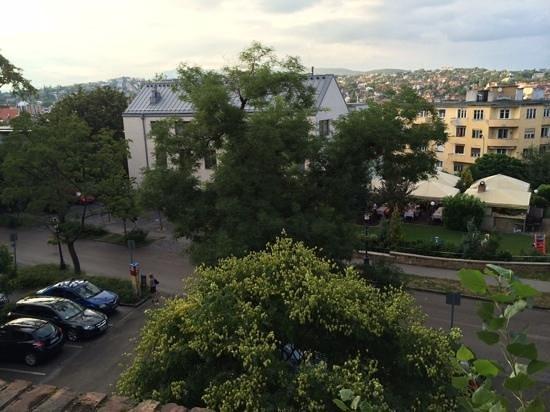 Hotel Castle Garden: hotellet set fra borgmuren