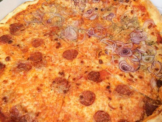 Pizza Al Volo : Familiar Diavola & Tonno (Salami picante y Atún y Cebolla)