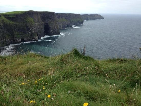 O'Connors Pub Doolin: Doolin town is the first stop after visiting the Cliffs of Moher