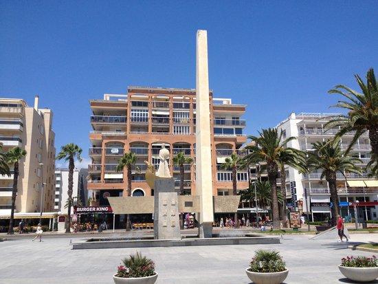 Avenida Jaume I : Памятник Джауме 1