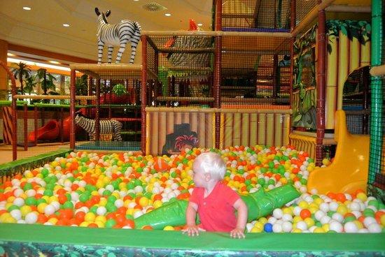 Gloria Golf Resort : Детская комната)