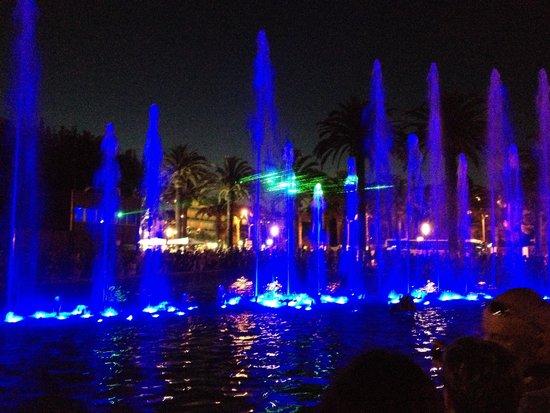 Illuminated Fountain: танцующий фонтан
