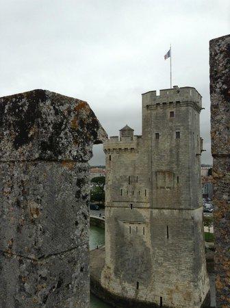 Tours de La Rochelle : Вид с одной башни на другую