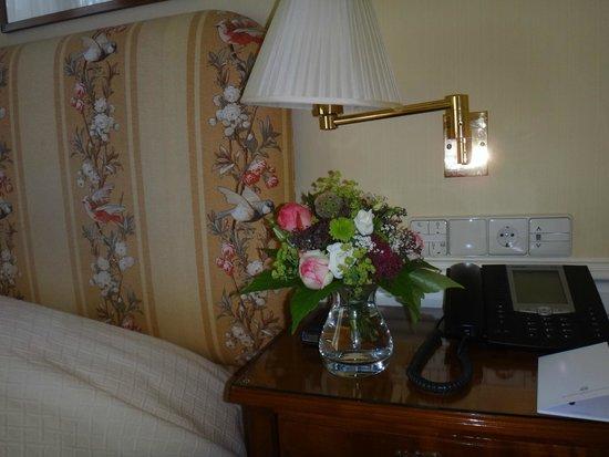 Brenners Park-Hotel & Spa : Ежедневный букет живых  цветов  в номере