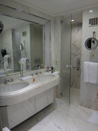 Brenners Park-Hotel & Spa : ванная