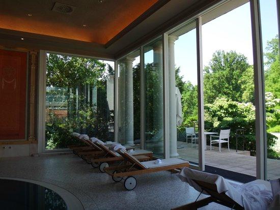 Brenners Park-Hotel & Spa: у бассейна