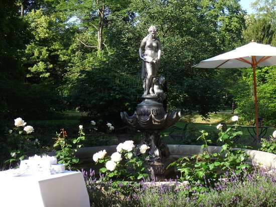 Brenners Park-Hotel & Spa: в саду на завтраке