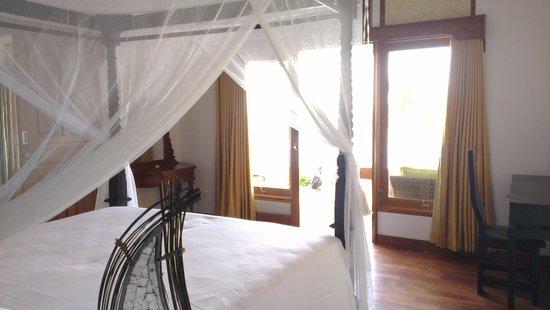 Poinciana Oceanside Resort & Retreat Centre: suite bedroom