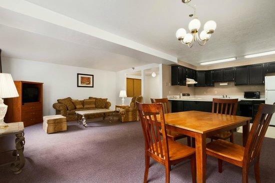 Super 8 Port Angeles: Apartment Suite
