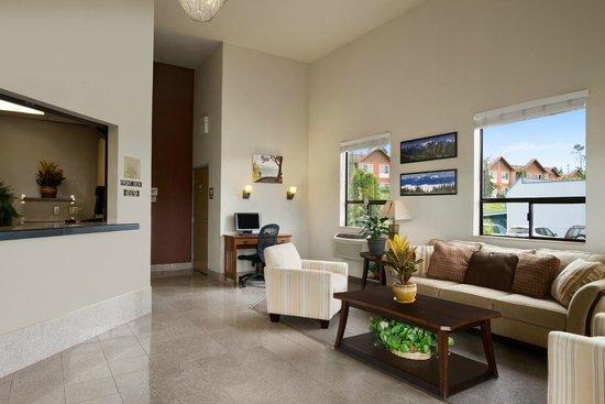 Super 8 Port Angeles: Lobby