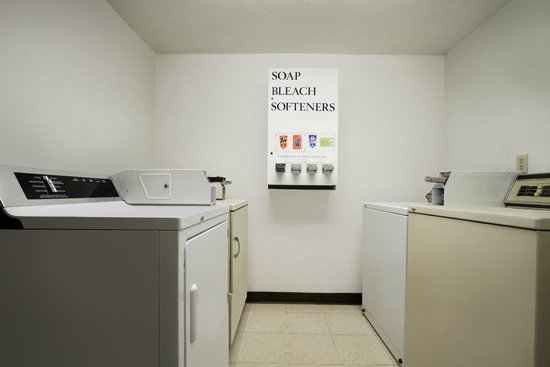 Super 8 Port Angeles: Guest Laundry